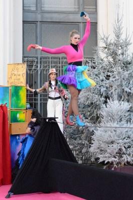boite à merveilles spectacle rue cirque festival mat chinois fil de fer clowns jongleurs aerien girly kawai(13)