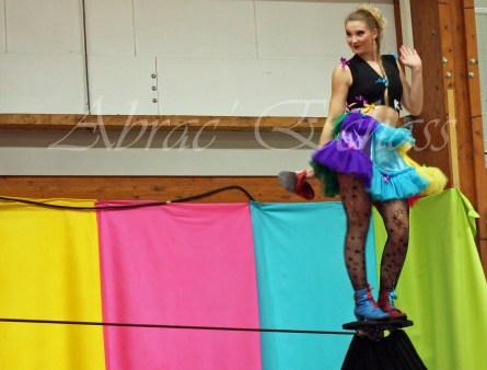 boite à merveilles spectacle rue cirque festival mat chinois fil de fer clowns jongleurs aerien girly kawai(151)