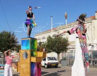 boite à merveilles spectacle rue cirque festival mat chinois fil de fer clowns jongleurs aerien girly kawai(161)