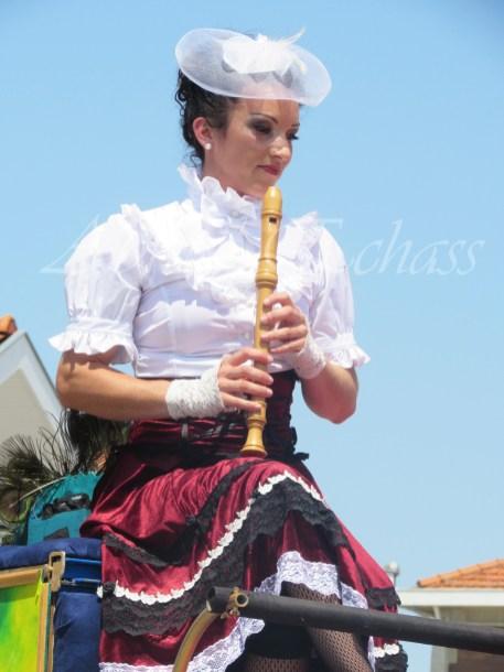 boite à merveilles spectacle rue cirque festival mat chinois fil de fer clowns jongleurs aerien girly kawai(190)