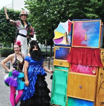 boite à merveilles spectacle rue cirque festival mat chinois fil de fer clowns jongleurs aerien girly kawai(200)