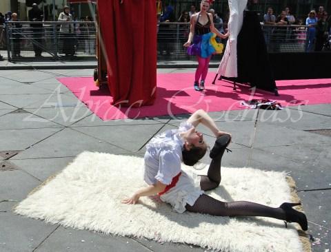boite à merveilles spectacle rue cirque festival mat chinois fil de fer clowns jongleurs aerien girly kawai(207)
