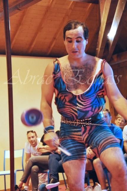 boite à merveilles spectacle rue cirque festival mat chinois fil de fer clowns jongleurs aerien girly kawai(47)