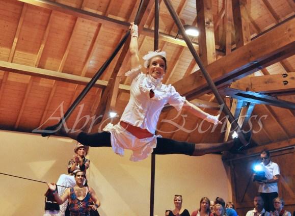 boite à merveilles spectacle rue cirque festival mat chinois fil de fer clowns jongleurs aerien girly kawai(62)