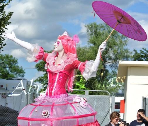 bulles de bonheur echassier parade colores festifs carnaval grandiose crinolines bulles de savon rose girly kawai (42)