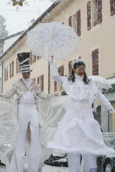 dentelles d'echass echassiers lumineux feeriques blancs parade animation evenementiel noel carnaval soirees blanches juspes originales leds g (47)