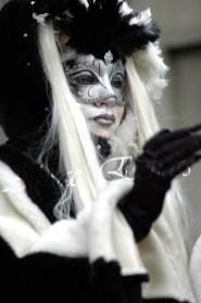 echass neige echassiers lumineux leds hiver fourrures colores parade noel marches noel animation char a neige musical magique feerique (53)