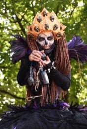 Mysterious voodoo echasses halloween walibi parade dia de los muertos vaudous (30)