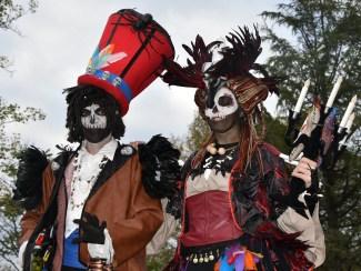 Mysterious voodoo echasses halloween walibi parade dia de los muertos vaudous (53)