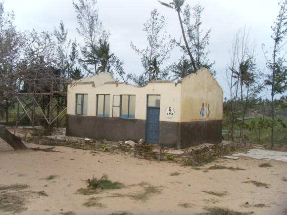 Hier hat der Sturm die gesamte Dachkonstruktion weggerissen.