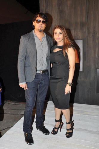 g3no5uuudmanda16.D.0.Designers-Falguni-and-Shane-Peacock-at-sneak-preview-of-Blenders-Pride-Fashion-Tour-2012-in-Mumbai