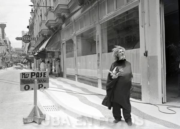 El Caballero de París, personaje ilustre de La Habana. Alrededor de 1950.