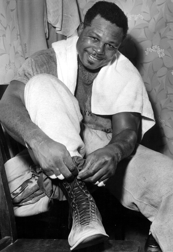 Former  lightheavyweight  champion   Archie  Moore  ..........
