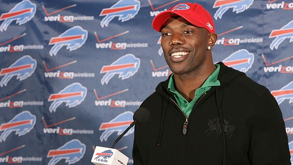 Terrell  Owens   makes  the  announcement  to  the  convened  press  that  he's  now  Buffalo  Bills'  player.  Owens  signed  a  one  year  $6.5m contract  with the  team .    picture  appears  courtesy  of  buffalonews.com/ James  P  McCoy ........................