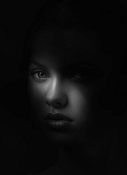 Black and White Portraits Gallery