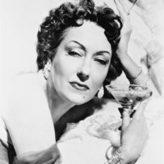 Gloria_Swanson_as_Norma_Desmond