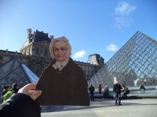 Flat Agnes in front of the Louvre