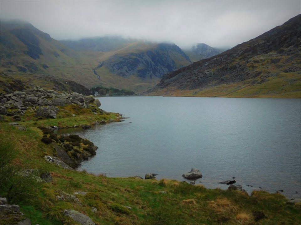 Hiking in North Wales - Llyn Ogwen