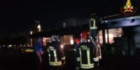 PESCARA: INCENDIO DEVASTA BAR RISTORANTE POESIA, CINQUE SQUADRE VIGILI DEL FUOCO IN AZIONE