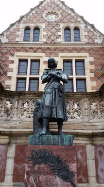 Jeanne d'Arc outside the former city hall.