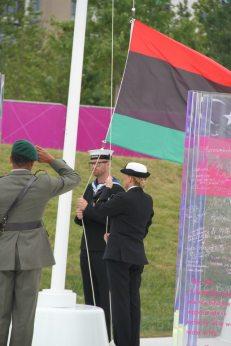 رفع علم الاستقلال بالقرية الأولمبية بلندن
