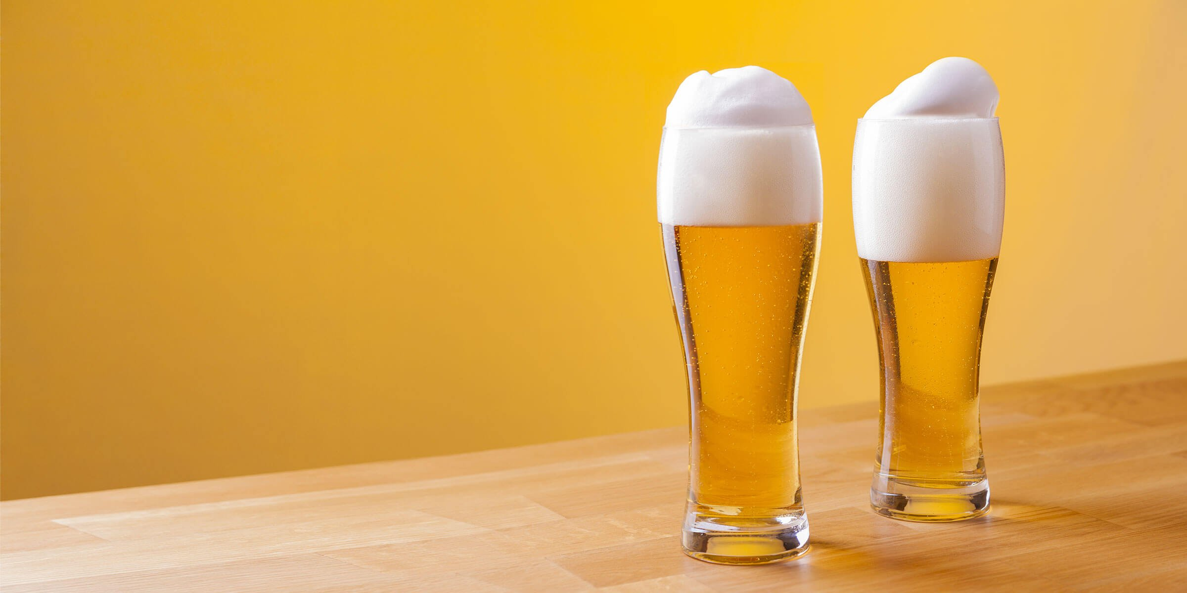 American Blonde Ale in Weizen Glass