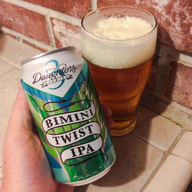 Bimini Twist IPA is an American IPA by 3 Daughters Brewing that balanced floral, piney, and citrusy hops with caramel and biscuit.