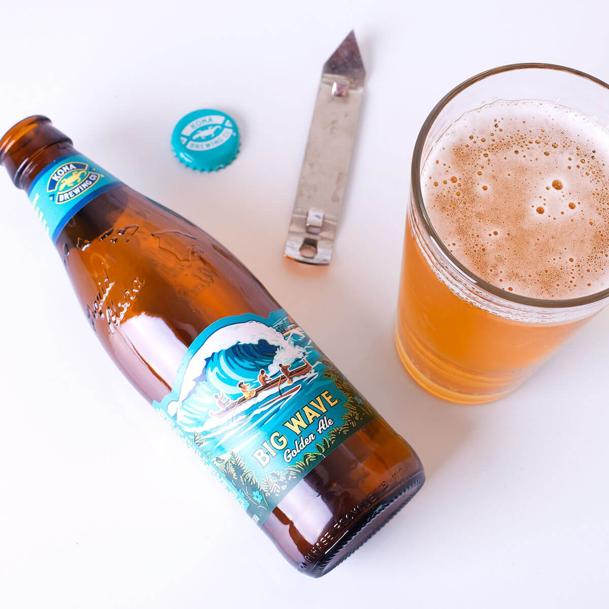 Big Wave Golden Ale is an American Blonde Ale by Kona Brewing Co. that refreshingingly blends light malt, mild hops, and a touch of honey.