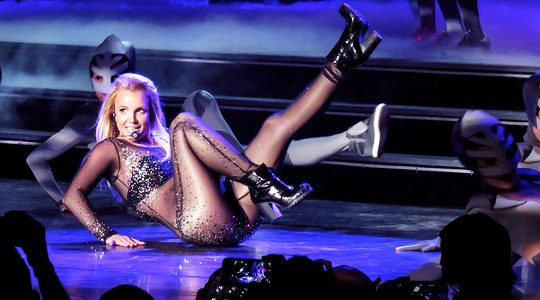 #PieceOfMe trending hour tomorrow! @hannahspears @britneyspears