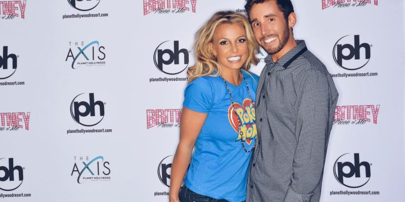 Britney spears looking uncomfortable at meet greet page 2 img m4hsunfo