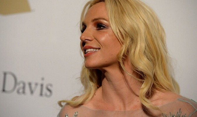 Britney Attends 'Clive Davis' Pre-Grammy Party!