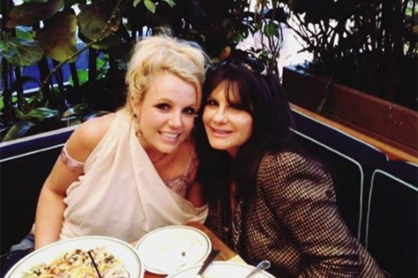Lynne Spears wants to bring her own lawyers to Fridays hearing!!! #FreeBritney