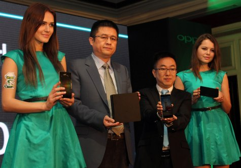From Right Steven Shi Feng-General Manager,Mr Tom Lu-CEO At Launch of Oppo Find 7