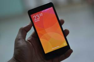 Xiaomi Redmi 2 In hands