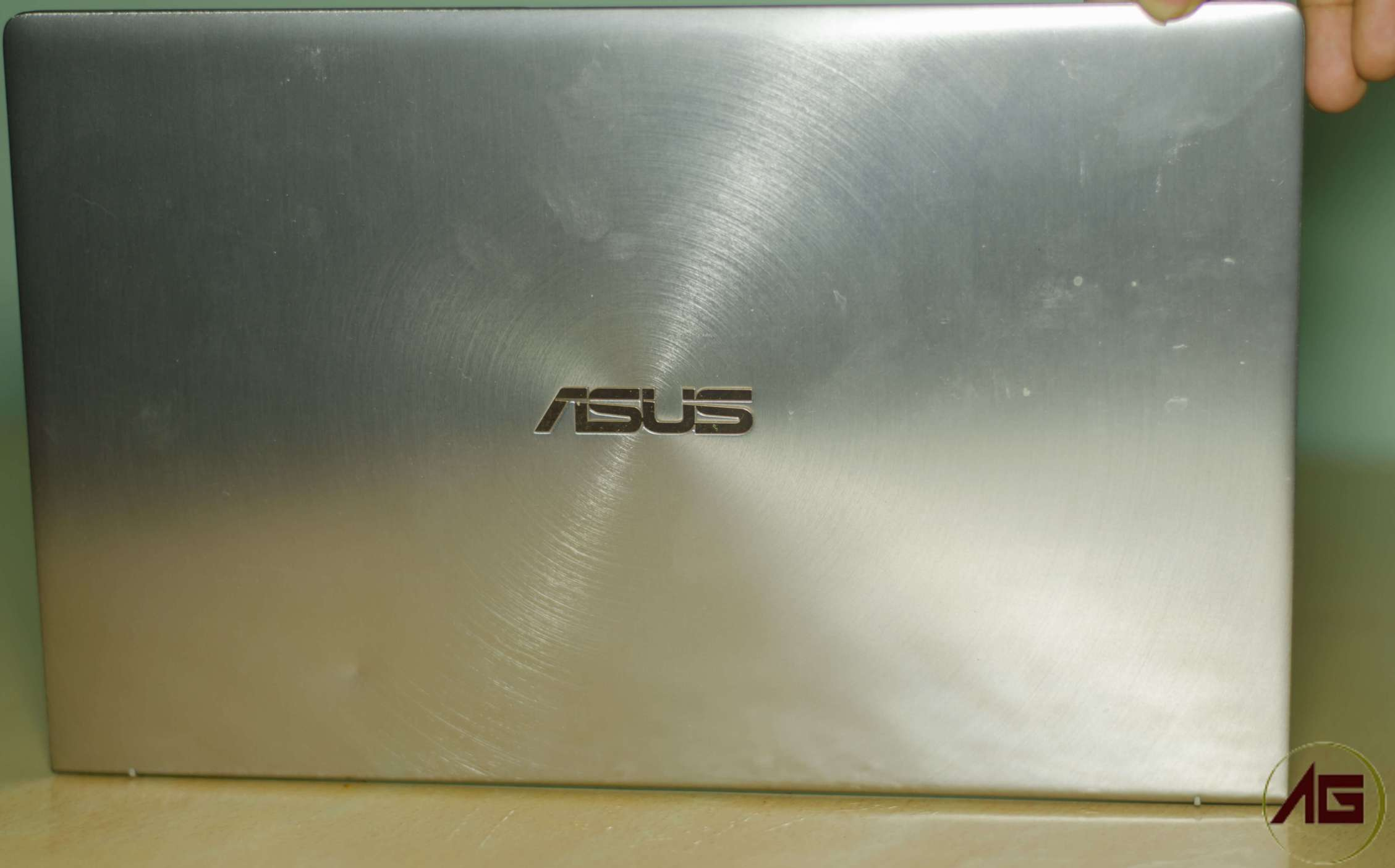 Asus Zenbook 14 UX433F Review - Slim and Innovative