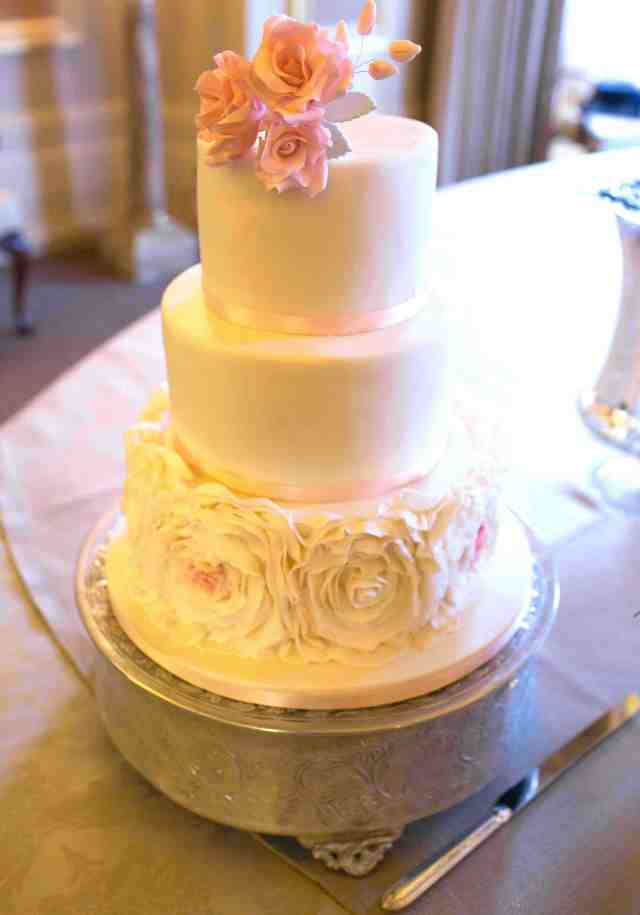 Sweet dreams: 8 of our favourite wedding cakes - Absolutely Weddings