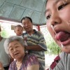 Ragazzo Cinese con lingua prensile