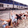 Chiappe al vento per il tradizionale 'Mooning of the Amtrak'