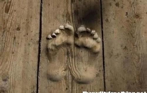 Monaco lascia impronte sul pavimento