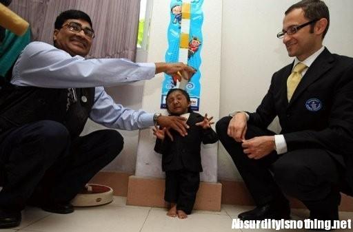 Khagendra Thapa Magar il nuovo uomo più basso del mondo