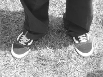 Muore mentre si allaccia le scarpe