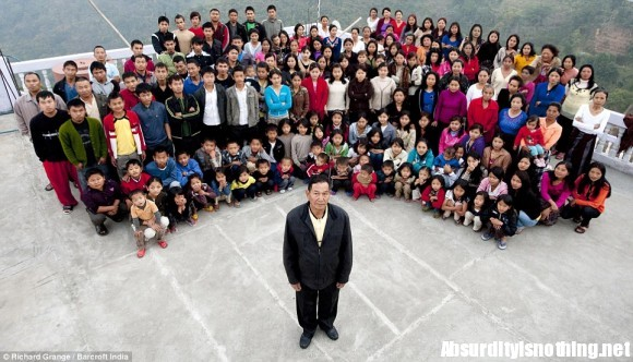 Ziona Chana e la sua numerosissima famiglia