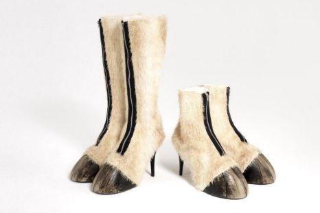 best website a7da7 02b60 Scarpe a forma di zoccolo di cavallo, l'ultima trovata nel ...