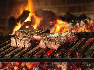 لحم مشوي على الفحم