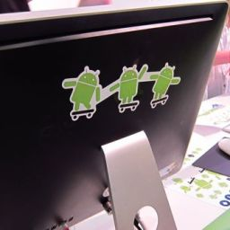 MWC Asides: Aha! What is this Android sticker hiding behind it?