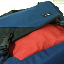 Crumpler Skivvy keeps your 13-inch Macbook cuddly for PHP 3,950.00