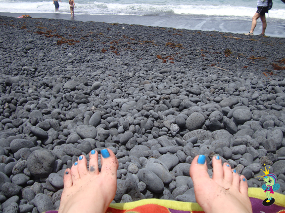Before getting to the black sand, there are black rocks