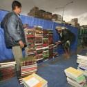 Krantenverkopers, Tahrirplein, Sanaa, Yemen Foto Nico te Laak