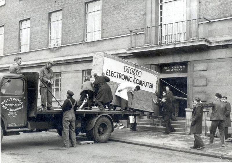توصيل أول جهاز كمبيوتر
