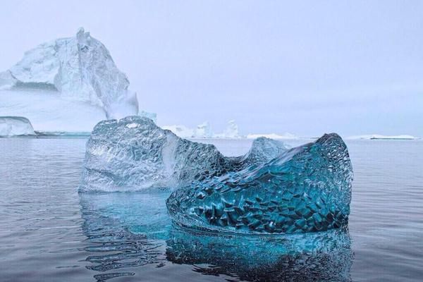 جليد يشبه الكريستال 166154